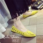 รองเท้าคัทชูแฟชั่น ส้นแบน สุดเก๋ ทรงสวยหน้าแหลมเรียว ฉลุลายสวย เก็บ ทรงเท้าเรียว แบบเกาหลี งานหนังกลับ ยิ่งขับเท้าให้สวยขึ้น แมทสวยได้ทุก ชุด สีเหลือง เทา