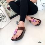 รองเท้าแตะพื้นคอมฟอต แบบคีบ วัสดุหนังนิ่มประดับอะไหล่คริสตัลสวยงามมาก พื้นนิ่มเป็นงานชนิดเดียวกับฟิทฟลอป งานคุณภาพ พื้น soft comfort ส้นหนา 1.5 นิ้ว ใส่สบายเท้า แถมดีไซน์สวยไม่ซ้ำใคร