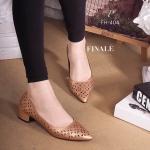 """รองเท้าคัทชู ZARA Style Collection ใหม่ หนังฉลุลายกราฟิก สวยเก๋ มีเอกลักษณ์ ส้นหนาแต่งอะไหล่ทอง มีดีเทล วัสดุหนังอย่างดี ทรงสวย ใส่สวยดูดี สูง 1.5"""" สาวๆควรมีไว้ครอบครอง"""