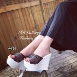 รองเท้าแฟชั่น ส้นเตารีด แบบสวม สวยหรู แต่งกลิตเตอร์วิ้งๆ เป็นประกาย ส้นพียู น้ำหนักเบาหวิวไม่ยุบง่าย สูง 5 นิ้ว เสริมหน้า 2 นิ้ว ความชันต่ำเดินง่าย ใส่แล้วผิว เท้าขาวผ่อง ใส่สวยๆ ได้ทุกวัน สีดำ ขาว