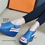 รองเท้าแฟชั่นลำลอง Wedged Slingback ส้นเตารีดที่มีความสูงพอดี น้ำหนักเบา วัสดุจากหนังนุ่ม หุ้มหน้าเท้า สวมสบายและกระชับเท้า เรียบหรูมีสไตล์ ขอแนะนำคู่ นี้เลย เมจิกเทปใส่ก็ง่าย ใส่ได้ทุกโอกาส