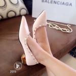 รองเท้าคัชชู Style Valentino สวยเปรียวเท่ห์ รุ่นสุดฮิต ทรงหัวแหลมหนัง นิ่มงานพรีเมี่ยม แต่งหมุดทองอย่างดี ด้านในบุนวมนิ่ม ใส่สบายเท้า แต่งส้น ทองดีไซน์เก๋ สูง 1.5 นิ้ว ใส่สบาย แมทได้ทุกชุด