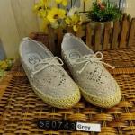 รองเท้าผ้าใบ ลูกไม้ VALENTINO Style ลูกไม้เกาหลีลายสวยสุดน่ารัก แต่งโบว์ และเชือกถักรอบสไตล์วินเทจ พื้นด้านในบุนุ่ม พื้นยางด้านนอก กันลื่นอย่างดี ใส่สบาย สวยได้กับทุกชุด
