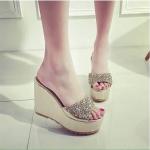 รองเท้าส้นเตารีด แบบสวม สวยหรู หนังแต่งกลิตเตอร์และคลิตตัล เสริมหน้า 1.5 นิ้ว ส้น 4.5 นิ้ว ใส่สวย ใส่สบายมาก