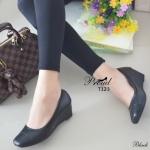 รองเท้าคัชชูหัวตัด ที่สุดของความนิ่มและใส่สบาย วัสดุพียูเนื้อดี ดีเทลด้านหน้า และขอบรองเท้าเล่นลายแบบเดินด้ายฝีจักรเนี๊ยบ ด้านในบุนวม เก็บหน้าเท้า สวย เรียบ หรู แมทง่าย ดูดี สูง 2 นิ้ว สีดำ