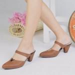รองเท้าคัทชู เปิดส้น สวยหรูโดดเด่นด้วยอะไหล่ตัว V ทรงสวย ส้นเตารีดสูง 2 นิ้ว เดินง่ายพื้นนิ่มบุนวม สวมใส่สบาย แมทสวยได้ทุกชุด สีน้ำตาล แทน