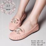 รองเท้าคัทชู ทรง loafer สไตล์ chanel สวยหรู แบบขายดี ใส่สบายเท้า พื้นนุ่ม หนังนุ่ม ยืดหยุ่นนิดๆ ด้านหน้าติดโลโก้ชาแนลเพชรสวยอลัง ส้น แบน ตีโลโก้พื้นรองเท้า สวยดูดีแมทได้ทุกชุด