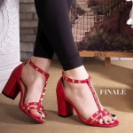 รองเท้าแฟชั่น แบบสวม รัดส้น ดีไซน์สวยเก๋เท่ห์ หนังเส้น T ด้านหน้า โชว์เท้าเรียว แต่งหมุดสไตล์ valentino สายรัดส้นตะขอเกี่ยวใส่ง่าย ส้น ตัน สูงประมาณ 2.5 นิ้ว เดินง่ายใส่สบาย แมทสวยได้ทกชุด