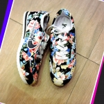 รองเท้าผ้าใบ สุดน่ารัก ลายดอกไม้สวยวินเทจ ทรงสวยเพรียว ใส่สบายชิลชิล น่ารักทุกสไตล์
