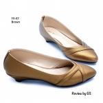 รองเท้าคัทชู ส้นแบน สวยเรียบหรู หนังพียู นิ่ม อย่างดี แต่งลายด้านหน้า โดดเด่น สวมใส่สบายสวยมากๆ เสริมส้น 1 นิ้ว สีเทา น้ำตาล