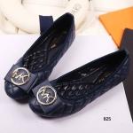 รองเท้าคัทชู WOMENS FLIP FLOPS MK สไตล์ Michel klein ส้นแบน หนังบุนวม เดินด้วยลายตาราง มาพร้อมโลโก้ MK ทองเหลืองสุดหรู พื้นข้างในบุนวมนุ่มเท้าสุดๆ ใส่คู่กับกระโปรงสั้นเข้ากัน หรือเสริมลุคคู่กับกางเกงยีนส์สกินนี่ก็แมทช์ ส้นสูง 1 ซม. สีน้ำเงิน ดำ ทอง