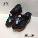 รองเท้าแฟชั่น ส้นเตารีด สวยเก๋ แบบหนีบคาดหน้าแต่งดอกไม้หลายสีน่ารัก ทรงสวย พื้นนิ่ม ส้นเตารีดสูงประมาณ 2.5 นิ้ว เสริมหน้า ใส่สบายแมทได้ทุก ชุด สีดำ น้ำตาล แดง ทอง