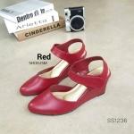 """รองเท้าคัชชู ส้นเตารีด สไตล์เรียบหรู งานสวยพื้นทอง pu หนังนิ่มเนื้อเนียน สายเมจิกเทปใส่ง่าย ใส่สบาย สูง 3"""" สีแดง"""