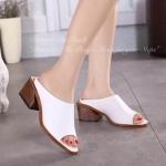 รองเท้าแฟชั่น Korea Style งานนำเข้า แบบสวยดูดี เรียบหรู ใส่สบายเท้า วัสดุ หนังอย่างดี ส้นดีไซน์สุดเก๋ สบายเท้า ใส่กับชุดไหนก็ดูดีมีสไตล์ สูง 2.5 นิ้ว