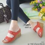 รองเท้าแฟชั่น ส้นเตารีด แบบสวม สวยเก๋คลาสสิค หน้าคาด 2 ตอน วัสดุหนัง พียูนิ่มฉลุลายดอกไม้ แต่งหมุดเงิน พื้นบุนวมนุ่มๆ ใส่สบายมาก สูง 3 นิ้ว สีแดง แทน