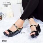 รองเท้าแฟชั่น ส้นเตารีด ดีไซน์สวยหรู ทรงสวมคาดเข็มขัด พื้นเตารีดสูง 3 นิ้ว เสริมหน้า ใส่สบาย วัสดุหนังนิ่มแต่งตะเข็บด้วยหนังสีเมทิกสีทอง ทำให้เท้าดู สวยเด่น