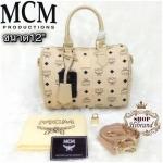 กระเป๋า MCM 12 นิ้ว ทรงหมอนสวยน่ารัก หนังลาย mcm ด้านในบุ อย่างดี พร้อมสายยาวถอดได้ การ์ด ถุงผ้า