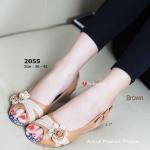 รองเท้าคัทชู ส้นเตี้ย สวยน่ารักสไตล์วินเทจ หนัง PU อย่างดีนิ่ม แต่งแถบ ฉลุลายและดอกไม้สลับสีทูโทนน่ารัก ส้นเตารีด พื้นยางหนา 1.5 นิ้ว ใส่กับ ชุดแบบไหนก็ดูดี สีดำ น้ำตาล