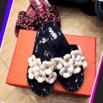 รองเท้าแตะแฟชั่น แบบสวม น่ารัก วัสดุยางซิลิโคนนิ่ม แต่งดอกด้านหน้า ใส่สบายชิลชิล ไปได้ทุกที่
