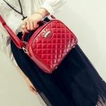 กระเป๋าแฟชั่น สวยเก๋ หนัง PU อย่างดี เดินเส้นตาราง แต่งมงกุฎประดับน่ารัก ถือได้ สะพายข้างสวย ขนาด 10×19×21 cm.(กว้างxยาวxสูง)
