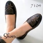 ื้รองเท้าคัทชู ส้นแบน สวยเก๋ด้วยหนังฉลุลายสไตล์วินเทจ พื้นนิ่มมากแบบ รองเท้าสุขภาพ เน้นสวม เดินง่ายสะดวกสบาย ส้น 1 นิ้ว เก็บทรงเท้า แมท สวยได้ทุกชุด สีดำ น้ำตาล(7104)
