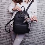 กระเป๋าเป้ สีดำ สวยเก๋น่ารัก หนัง PU อย่างดี เดินเส้นลายตารางเก๋ งานนำเข้า พร้อมพวงหมีน้อยสุดน่ารัก ขนาดกว้าง 10.5 นิ้ว