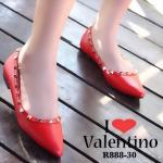 รองเท้าคัทชู ส้นแบน สไตล์ valentino สุดเก๋ หนังนิ่มตอกหมุดปิรามิด ประดับพลอยสี งานดีมากสวยสะดุดตา แมทกับชุดไหนก็ลงตัว สวมใส่ ได้ตลอด แมทสวยทุกชุด สีดำ แดง ครีม (R888-30)