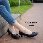 รองเท้าคัทชู สีดำ ทรงหัวตัดพร้อมแต่งดีเทลเก๋ๆ ด้านหน้า สวยเนี๊ยบ สุภาพ เรียบร้อย พื้นปูฟองน้ำหนานิ่ม ใส่สบายกว่าปกติ สูง 2 นิ้ว