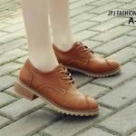 รองเท้าคัทชู ผูกเชือก สไตล์ Oxfort สุดเท่ห์ หนังเลียนแบบหนังแท้สวยมาก ส้นรองเท้าไม้แข็งแรงคงทน พื้นเป็นยางดิบช่วยกันลื่นได้เป็นอย่างดี งานดีมาก แมทเก๋ได้ทุกชุด สีดำ น้ำตาล เ่ทา