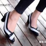 รองเท้าคัทชูหัวแหลม หนังนิ่ม ดีไซน์สีทูโทน สวยไม่ซ้ำใคร ส้นตัน สูง 2 นิ้ว เรียบหรูดูดี ใส่ได้ไม่มีเอาท์ ตอบโจทย์สาวทันสมัย ใส่ทำงาน ใส่เที่ยว จบใน คู่เดียว สีดำ ครีม