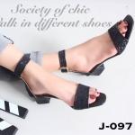 รองเท้าแฟชั่น รัดข้อ หนังนิ่มแต่งกากเพชร สวยหรู สายรัดข้อแบบเมจิกเทป สูง 1.5 นื้ว น้ำหนักเบา ใส่ง่าย เรียบหรู ดูดี แมทกับชุดไหนก็สวย ใส่ได้ตลอด สี ดำ