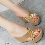 รองเท้าแฟชั่น ส้นเตารีด Wedged Slide Heel สวยหรู แบบสวมหน้าไขว้ แต่งเส้นทอง Metalic Slide บนหน้าเท้า กับความสูง 3.5 นิ้ว กับพื้น PU แบบห่อทั้งตัว สวยนิ่ม มีสไตล์และดูดีที่สุด สีดำ น้ำตาล ครีม กากี (J296)