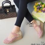 รองเท้าคัทชู ส้นเตารีด สวยหวาน วัสดุหนังนิ่มอย่าวดีฉลุลายดอกไม้น่ารัก ดีเทลสายคาดปรับระดับได้แบบเมจิกเทป พื้นส้นพียู น้ำหนักเบา ใส่กระชับ สวมสบาย แมทง่าย ใส่ได้ทุกโอกาส สูง 2 นิ้ว สีดำ แทน ชมพู (A6023)