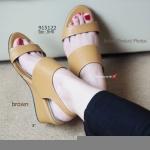 รองเท้าแฟชั่น Wedged Ankle Style ส้นเตารีด เรียบเก๋ ด้านหน้าแบบสวม สไตล์งานแบรนด์ปราด้า กระชับเท้าด้วยสายรัดข้อแบบคล้อง พื้นจากวัสดุ PU น้ำหนักเบา สูงประมาณ 3 นิ้ว หุ้มด้วยหนังทั้งตัว แบบสุภาพเรียบเก๋ในตัว น้ำหนักเบา ใส่สบายมาก สีดำ ครีม น้ำตาล