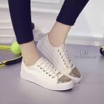 รองเท้าผ้าใบ งานนำเข้า สไตล์ Convers แต่งกิตเตอร์สีทองด้านหน้า และดูโดดเด่น เพิ่มความหรูหราให้รองเท้าคู่โปรดของคุณ แมทเก๋ได้ทุกชุด สีขาว