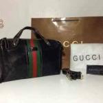 กระเป๋า Gucci 12 นิ้ว ทรงหมอน หนังลายกุชชี่คาดแถบสี เรียบหรูทั้งถือ และสะพาย ด้านในบุอย่างดี สายยาวถอดได้ การ์ดและถุงผ้า