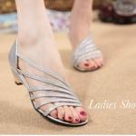รองเท้าแฟชั่น ส้นเตี้ย ดีไซน์เส้นเฉียงด้านหน้า หนังกริตเตอร์สวยหรูดู เท้าเรียว ส้นสูงกำลังดี 1.5 นิ้ว ใส่สบาย สีทอง เงิน