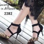 รองเท้าคัทชู หัวแหลม ส้นเข็ม ดีไซน์เก๋เปรี้ยวทันสมัย งานนำเข้า แต่งคาด หน้าเท้าสายรัดส้น ส้นเข็มแต่งหมุดกลม เก๋ไม่ซ้ำใคร สูง 3.5 นิ้ว มีซิปด้าน หลัง ใส่ได้หลากหลายโอกาส สวยสะกดทุกสายตา งานคุณภาพ แมทเก๋ได้ ทุกชุด สีดำ ลายเสือ (2282)
