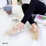 รองเท้าคัทชู ส้นเตี้ย ลายฉลุแต่งด้วยกระดุมงานดูดีน่ารัก วัสดุหนังนิ่มมาก ใส่สบายกระชับเท้า พื้นบุนวม ใส่ง่าย แบบสวย แมทได้ทุกชุด สูง 2 เซน สี ดำ แทน ครีม เทา (V-2317)