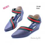 รองเท้าคัทชู ส้นเตารีด สวยเก๋ งานหนังพียูนิ่ม ดีไซน์ทรงหัวแหลม คาดสายเฉียงลาย สไตล์แบรนด์สุดเก๋ๆ สูง 2 นิ้ว ใส่สบาย สีดำ ตาล ครีม เทา