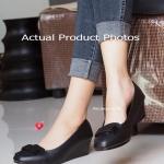 รองเท้าคัชชู Soft Court-Shoes สไตล์ Korea เรียบหรูดูดี ใส่ได้ทุกโอกาส งานเย็บหนัง 2 ชั้น ด้านหน้าแต่งอะไหล่สวยเก๋ๆ พื้นด้านในบุนวมเสริมฟองน้ำ เย็บแบบตารางนุ่มถนอมผิวสัมผัส ส้น 2 นิ้ว ใส่สบาย เป็นอีกรุ่นหนึ่งของคัชชู เพื่อสุขภาพเท้า