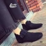 รองเท้าบู๊ท ส้นเตี้ย Bottes Femmes สไตล์เกาหลีสุดเก๋ หนังนูบัคเนื้อดี ทรงหัวรองเท้าแบบอัลมอนด์ เพิ่มความเป็นผู้หญิงในลุคมัสคิวลีน สไตล์ สาวหวานซ่อนเปรี้ยว ด้วยตัวบู๊ทหุ้มข้อแต่งเข็มขัดด้านหน้า ให้ดูมีมิติมาก ขึ้นอีกด้วย สวมใส่สบาย หรือกันหนาวก็ได้ แมทเก๋ไ