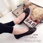 รองเท้าคัทชู ส้นแบน หนังพียูนิ่มฉลุลายดอกไม้แต่งโบว์สวยน่ารัก พื้นด้านในเย็บ นวมนิ่ม พื้นยางกันลื่นมีความยืดหยุ่นหนา 1 ซม. ใส่สวยแมทซ์เสื้อผ้าได้ทุกชุด สี ดำ ครีม (128-108)
