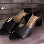 รองเท้าแฟชั่น สวยหรู แบบสวม แต่ง V ทองด้านหน้าเรียบเก๋ พื้นบุนุ่ม ส้นตัน เดินง่าย สูงประมาณ 2.5 นิ้ว ใส่สบาย แมทเก๋ได้ทุกชุด