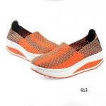 รองเท้าสุขภาพยางสาน ลายสีสลับสุดเก๋ ยางอย่างดียืดหยุ่นใสสบาย พื้นยาง น้ำหนักเบา สูงหน้า 2.5 ซม. ส้นสูง 5 ซม.
