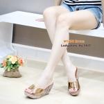 รองเท้าแฟชั่่น ส้นเตารีด ดีไซน์สวมหน้าเก็บหน้าเท้า มาพร้อมกับส้นแต่งกลิตเตอร์ สวยงามระยิบระยับ สวยสะดุดตา พื้นบุนวมนุ่ม ส้นสูงประมาณ 3.5 นิ้ว ใส่สบาย สีดำ น้ำตาล