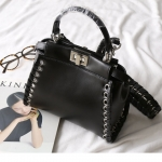 กระเป๋าหนังวัวแท้ Fendi Black (21x17x12cm)