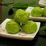 พร้อมส่ง ** Yawaraka Matcha Ame - Matcha Soft Candy ลูกอมเหนียวนุ่มเคี้ยวหนึบรสชาเขียว โรยด้วยผงชาเขียวอีกที เวลาเคี้ยวจะได้รสชาติและกลิ่มหอมๆ ของชาเขียวฟุ้งกระจายในปากเลยค่ะ หอมอร่อยมากๆ