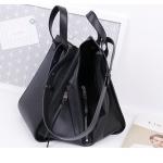 กระเป๋าหนัง รุ่น Loewe Hammock (Black) Size 32