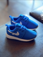 รองเท้าแฟชั่นเด็กสีน้ำเงิน วัสดุหนังผสมตาข่าย ระบายอากาศได้ดี สีสันสุดแซ่บ